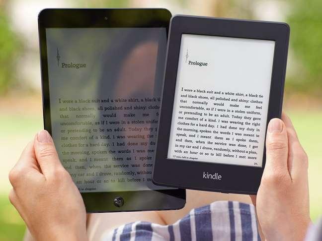 Segundo a Amazon, novo Kindle Paperwhite, com 206 gramas, é 30% mais leve do que o iPad mini d Apple, com 312 gramas