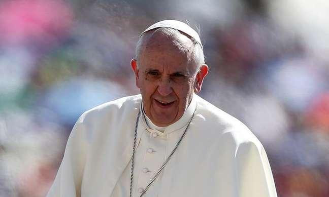 <p>Papa Francisco chega para conduzir sua audiência de quarta-feira na praça de São Pedro, no Vaticano, no último dia 4</p>