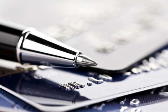 A oferta de crédito por bancos privados deve expandir apenas em 2015