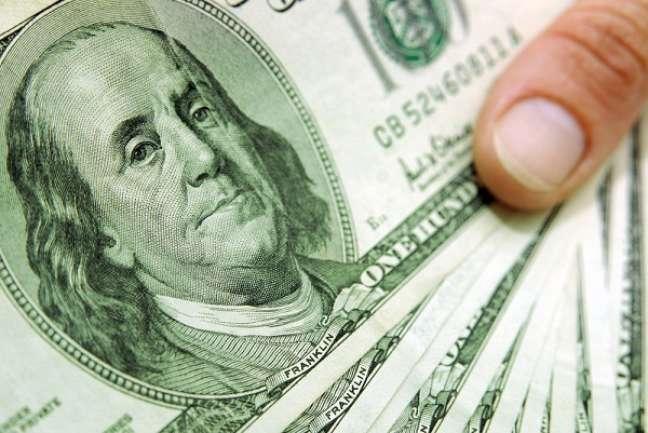 Dólares e euros representam 90% das remessas internacionais realizadas por brasileiros