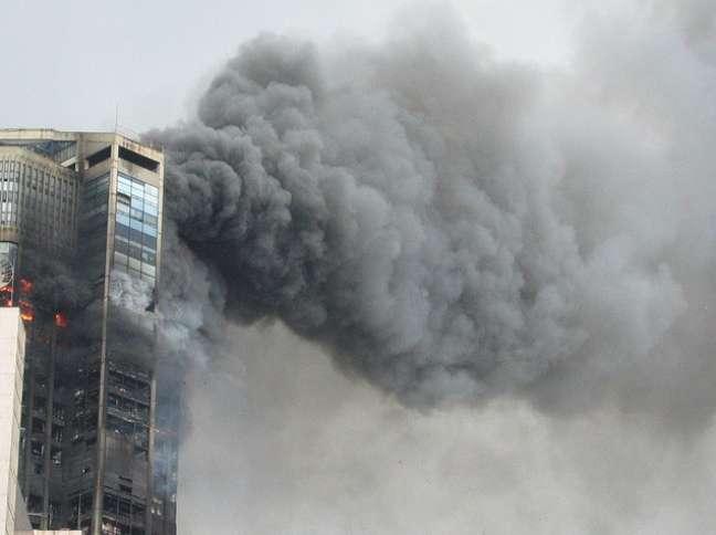 Um dos prédios do complexo sofreu grave incêndio em 2004, mas resistiu a mais de 15 horas de chamas