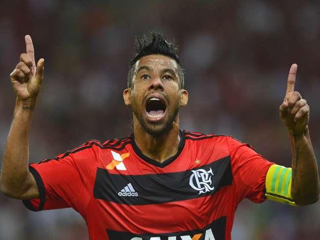 Léo Moura é ídolo do Flamengo. Ou era?