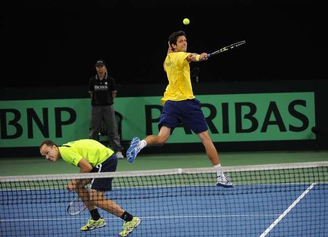 <p>N&uacute;meros 4 e 11 no ranking de duplas da ATP, Bruno Soares e Marcelo Melo fizeram valer o favoritismo diante da dupla alem&atilde;&nbsp;</p>