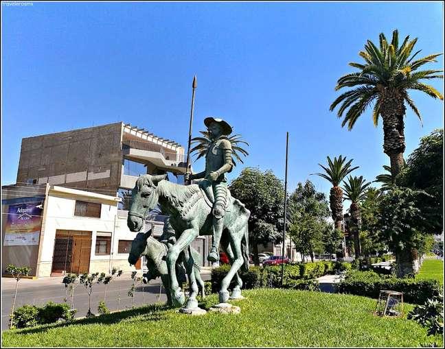 Dom Quixote montado em seu cavalo Rocinante é um dos destaques do Paseo Cólon, em Torreón