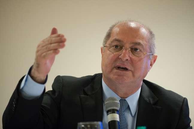 <p>Paulo Bernardo afirmou que aInfraeroestá negociando com empresas de telecomunicação a instalação do sistema</p>