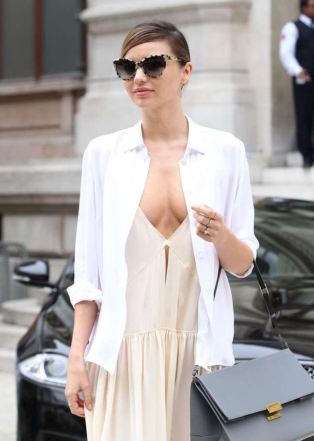 <p>Pouco antes de participar do desfile de Stella McCartney, no sétimo dia dasemana de moda de Paris, nesta segunda-feira (30), Miranda Kerr apareceu para o evento com um look bem ousad</p>
