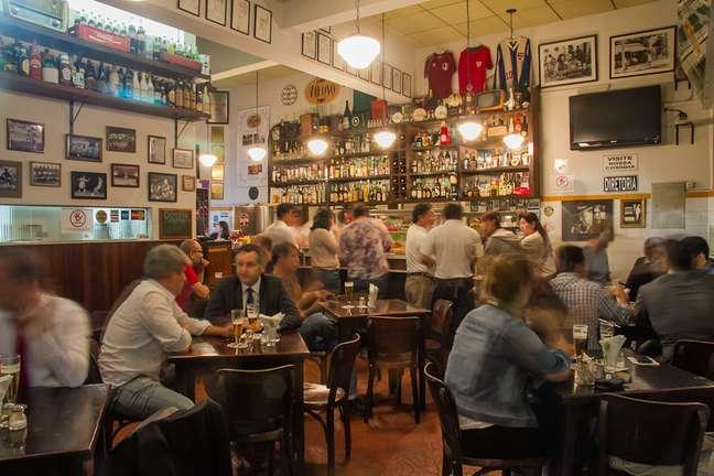 O Veloso, no bairro de Vila Mariana, serve algumas das melhores caipirinhas e coxinhas de São Paulo