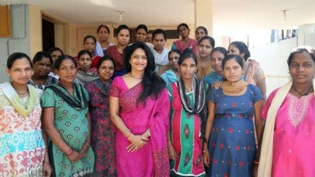 Nayna Patel (centro) é responsável pelas mães de aluguel