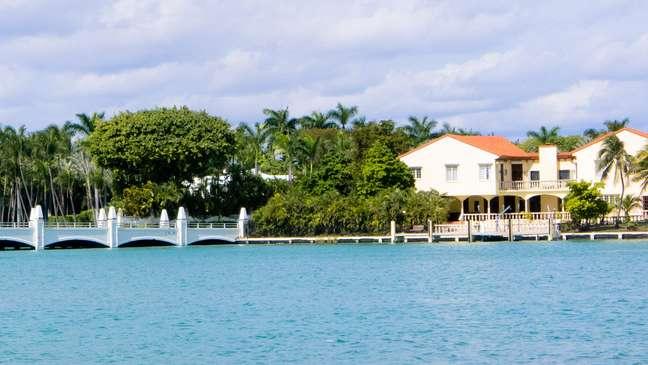 Muito mais do que uma ilha artificial repleta de mansões, Star Island já foi morada de famosos como Will Smith e Oprah Winfrey