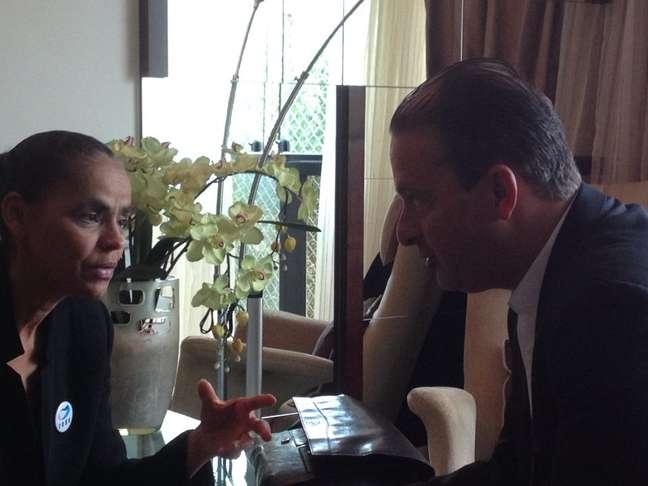 O senador Rodrigo Rollemberg (PSB-DF) publicou foto no Facebook de reunião entre Marina Silva e Eduardo Campos na manhã deste sábado