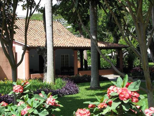 Apesar de estar localizado em uma das principais avenidas de Caracas, o Centro de Arte La Estancia fica em uma ampla área verde que reúne mais de 120 espécies botânicas