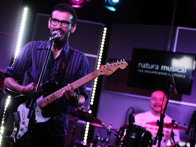 Felipe Cordeiro apresentou músicas de seu novo disco, 'Se Apaixone pela Loucura do seu Amor', no Terra Live Music - Especial Natura Musical