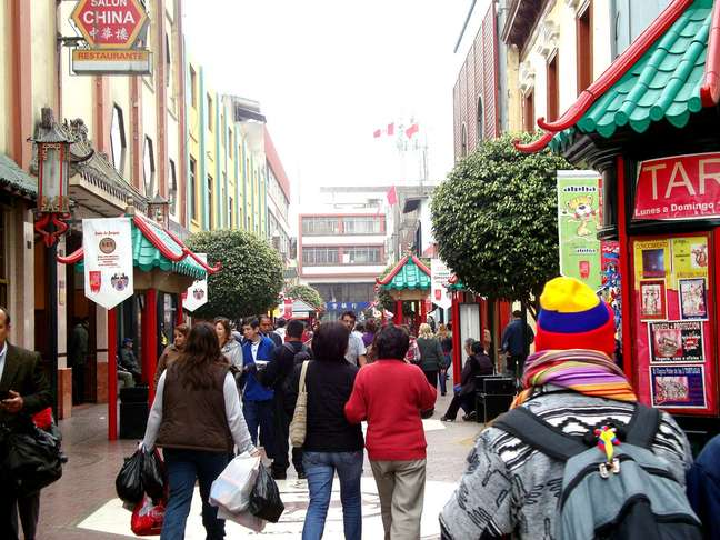 Quem visita a Calle Capón, em Lima, pode fazer uma breve viagem pela China ao percorrer o Barrio Chino da capital peruana
