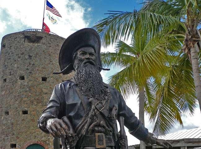 No século 18 surgiu a lenda de que o famoso pirata Barba Negra teria vivido em uma torre construída pelos colonizadores dinamarqueses na ilha