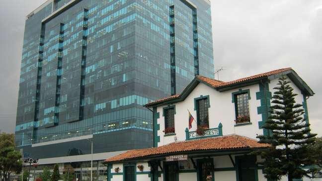 Construções modernas e antigas convivem harmoniosamente nas ruas de Usaquén