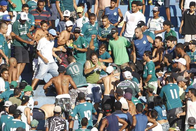 Briga entre torcedores do Goiás mancha a vitória no Serra Dourada