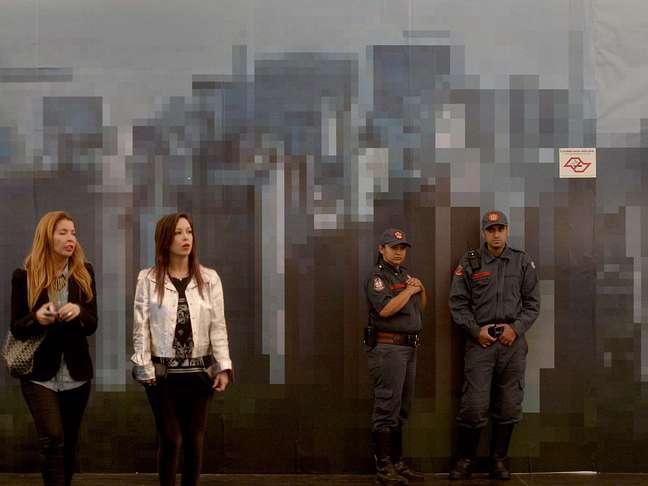 <p>Nos 15 mil metros quadrados montados dentro de um dos maiores parques da cidade de São Paulo é possível verparedes de pixels que formam paisagens da capital paulista</p>