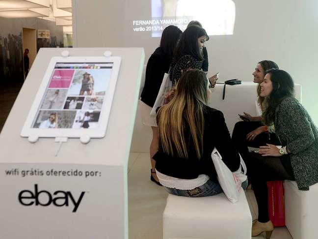 <p>Lançado em setembro no Brasil, o aplicativo eBay Moda marcou presença no SPFW com estande no Parque Villa-Lobos</p>