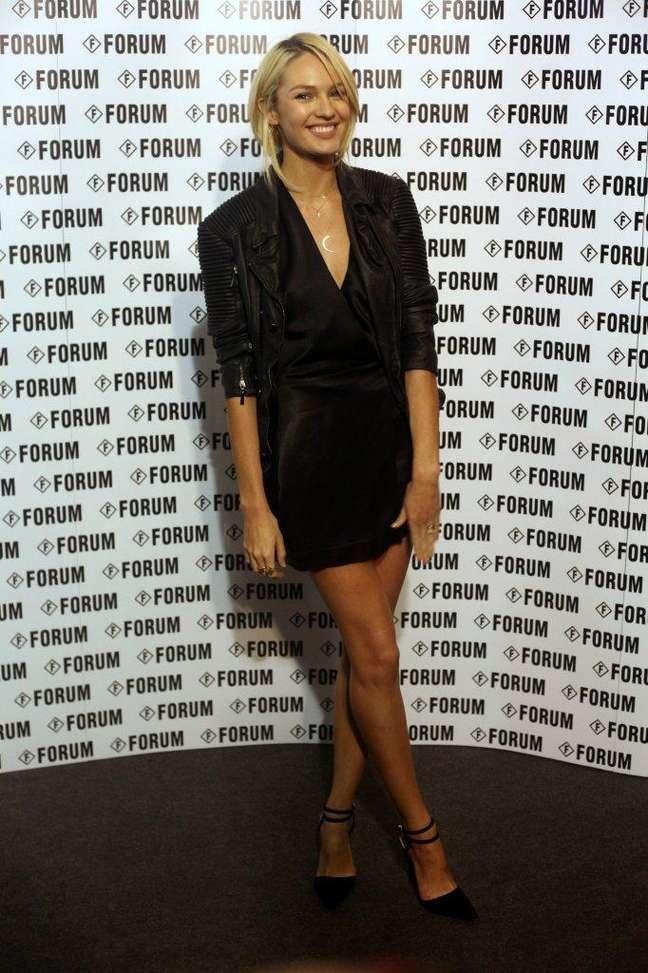 <p>Candice Swanepoel é o destaque do desfile da Forum no terceiro dia de SPFW</p>