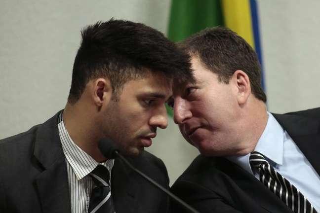 <p>David Miranda (esq.) vive no Brasil com&nbsp;o jornalista Glenn Greenwald (dir.), que ajudou a divulgar dados sigilosos da NSA</p>