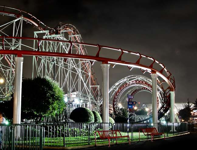 <p>Uma das principais atrações do parque Salitre Mágico é a Banbo Coaster, única montanha-russa da América Latina a contar com dois loopings seguidos</p>
