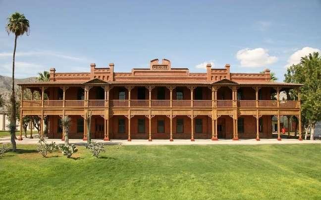 O Museu dos Metais fica localizado em uma construção onde antes funcionavam as oficinas e o escritório de uma mineradora