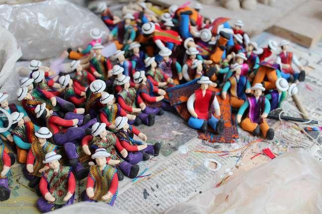 <p>Cerâmica em miniaturaé produzida por casal emChordeleg</p>