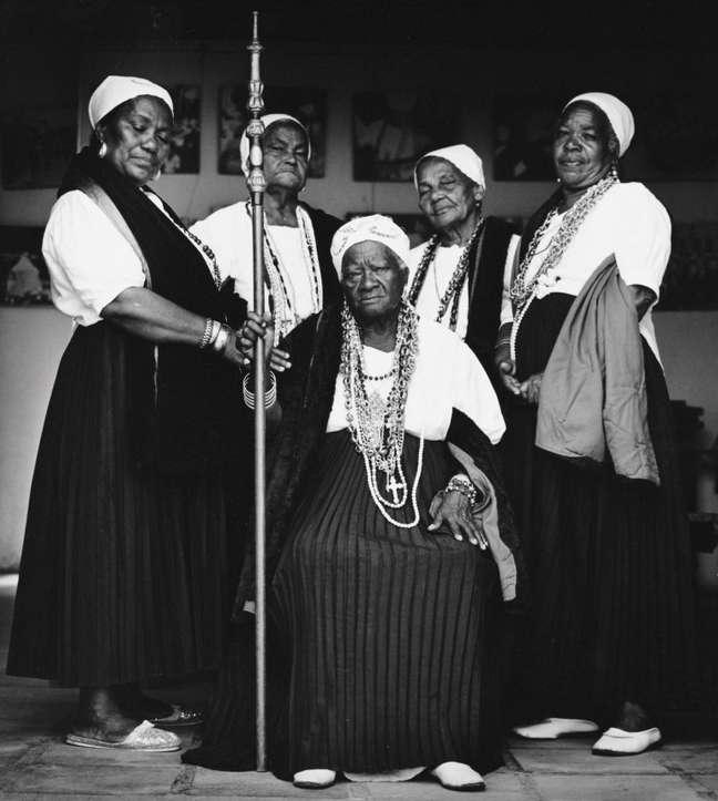 O Museu Afro Brasil reúne um acervo de mais de 6 mil itens para contar a saga dos africanos e de seus descendentes que ajudaram a construir o Brasil. Acima, foto de Adenor Gondim retrata as mulheres negras da Irmandade da Boa Morte de Cacheira, na Bahia