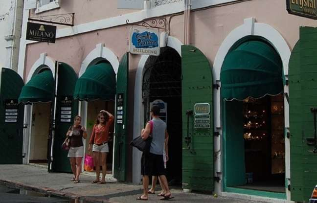 Localizada em meio às lojas de joias de Saint Thomas, galeria reúna algumas obras do mestre do impressionismo francês Camille Pissarro