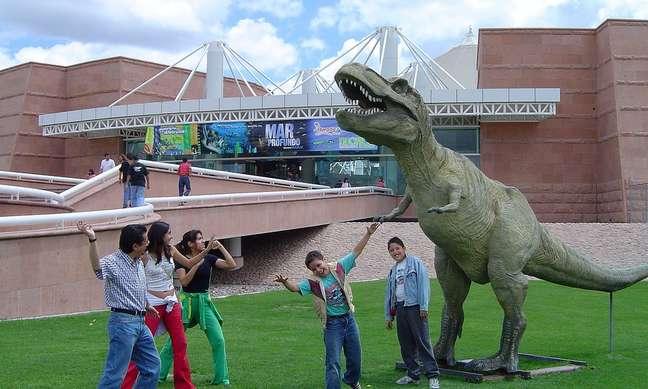 As réplicas de dinossauros encantam os mais novos no Museu de Ciência e Tecnologia Descubre