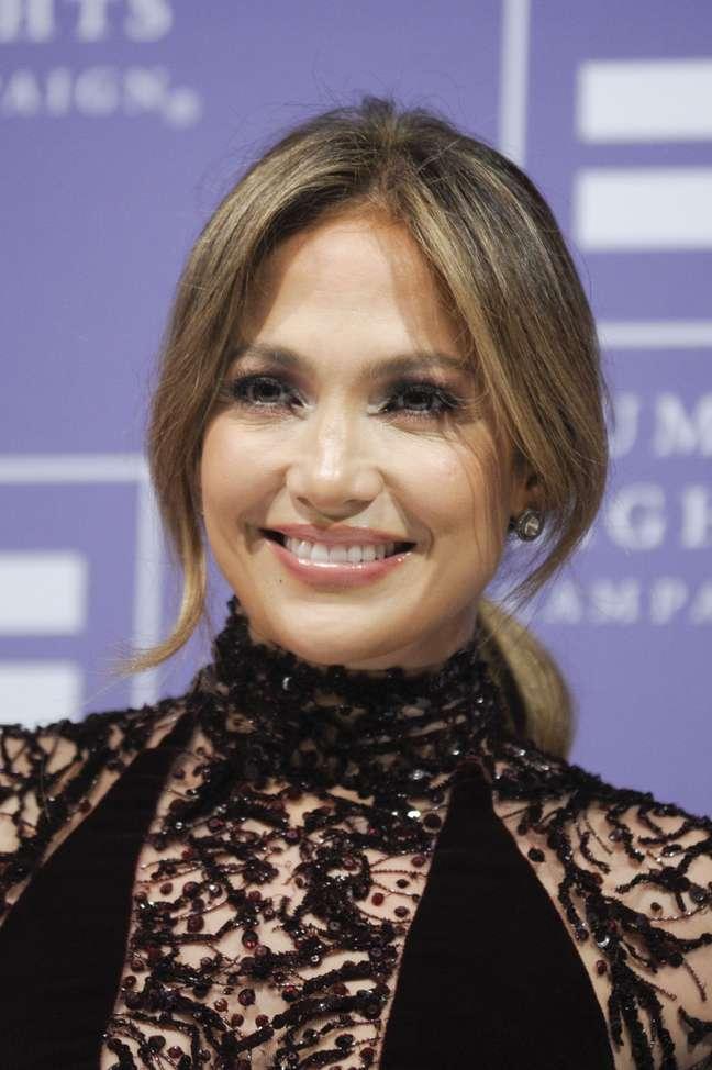 <p>Jennifer Lopezteria desenbolsado cerca de R$ 50 mil para ter seu próprio Caci, que promove lifting facial eletrônico</p>