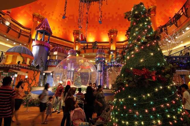 O Natal está chegando, e muitas pessoas já começam a se mexer para fazer as compras de final de ano, evitando o tumulto dos dias que antecedem o feriado. Confira a seguir alguns dos melhores lugares para aproveitar viagens pela América Latina e Caribe para garantir os presentes da família