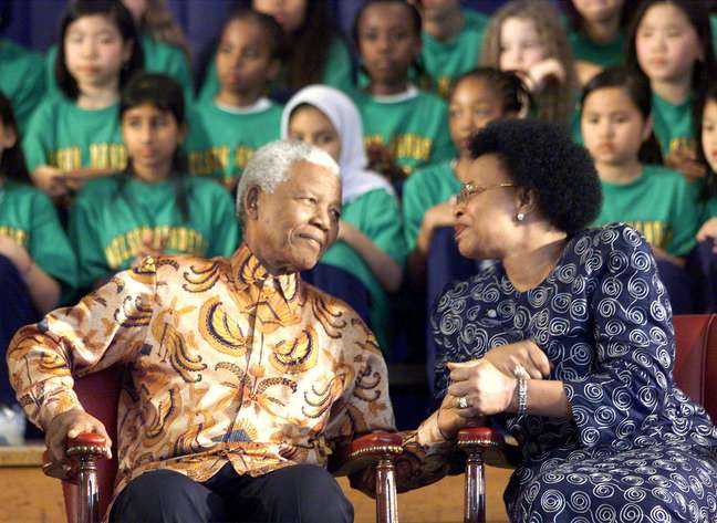 Mandela e Winnie Madikizela-Mandela, após a saída do líder da prisão, na Cidade do Cabo