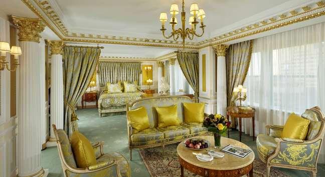 <p>A Towers Royal Suite, do hotel The New York Palace oferece a opulência do Palácio de Versalhes por R$ 33 mil diários</p>