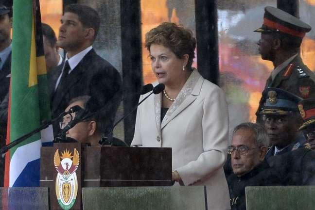 <p>A presidente Dilma Rousseff discursa durante a despedida de Mandela</p>