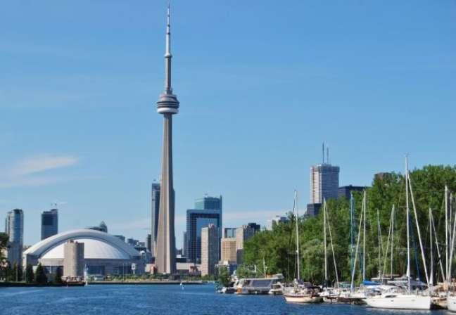 Toronto, no Canadá, foi o destaque do ranking, ficando na 1º posição. A cidade ainda ficou entre as cinco melhores em 9 quesitos, como Emprego para Jovens, Comida e Vida Noturna, Música e Filme, Moda e Arte. Segundo a gerente da agência World Study, Denise Pires, Toronto é uma cidade que chama atenção por ser multicultural e por ter um baixo custo de vida. Ela estima que a hospedagem em um bom hotel, bem centralizado, saia por cerca de cem dólares canadenses