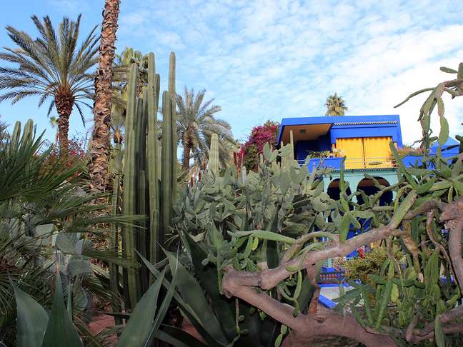 <p>Pintado de azul e amarelo, Museu Berbere foi montado no antigo estúdio do pintor Jacques Majorelle</p>