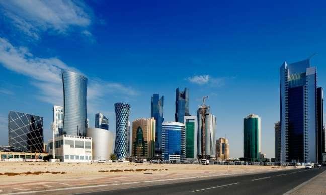 A principal cidade visitada por turistas no Qatar é sua capital, Doha. O país não tem muitas atrações turísticas, recebe mais empresários a trabalho