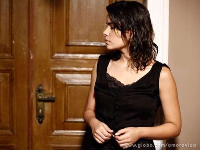 <p>Aline (Vanessa Giácomo) será detida dentro de um avião, enquanto tenta fugir para a Bélgica</p>