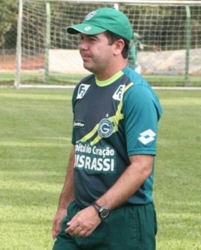 <p>Enderson Moreira deixou o Goi&aacute;s&nbsp;ap&oacute;s &oacute;timas campanhas e acertou com o Gr&ecirc;mio para 2014</p>