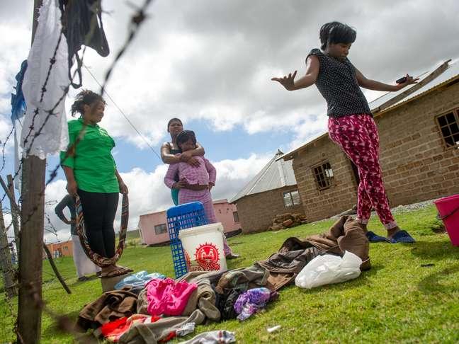 Ncebakazi Cuthalele mora do outro lado da rodovia onde está localizada a fazenda da família Mandela