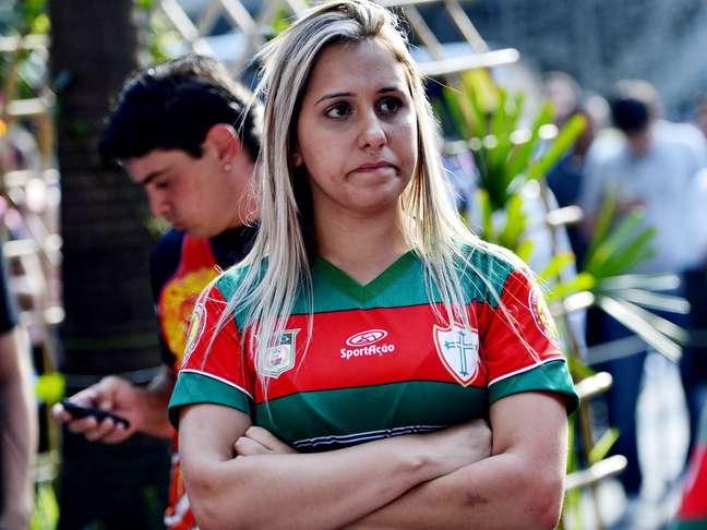 <p>Torcida da Portuguesa compareceu na porta do STJD para ver seu time ser rebaixado nos tribunais</p>
