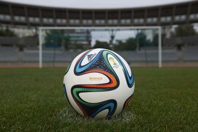 Versão original da bola que será usada na Copa é fabricada na China