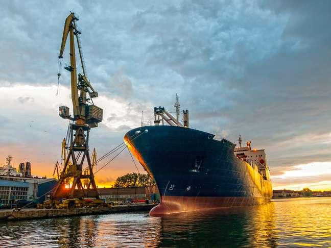A previsão da Associação de Comércio Exterior do Brasil é de que as exportações brasileiras diminuam 0,4% em 2014