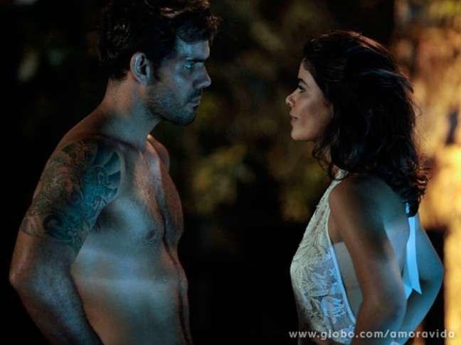 Aline (Vanessa Giácomo) tem a ideia de matar César (Antonio Fagundes) para herdar o dinheiro