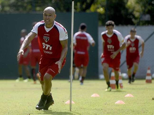 <p>Clemente Rodríguez chegou com pompa em 2013, mas não decolou no São Paulo</p>