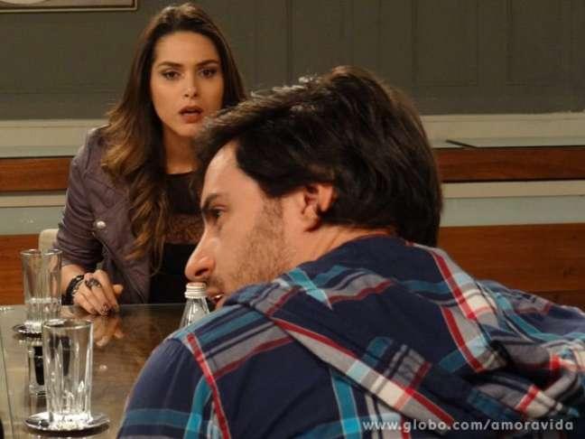 Leila fica chocada com a traição de Thales
