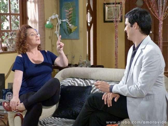 <p>Márcia aconselha Félix a viver um romance com Niko, mas ele diz que entre eles só rola amizade</p>