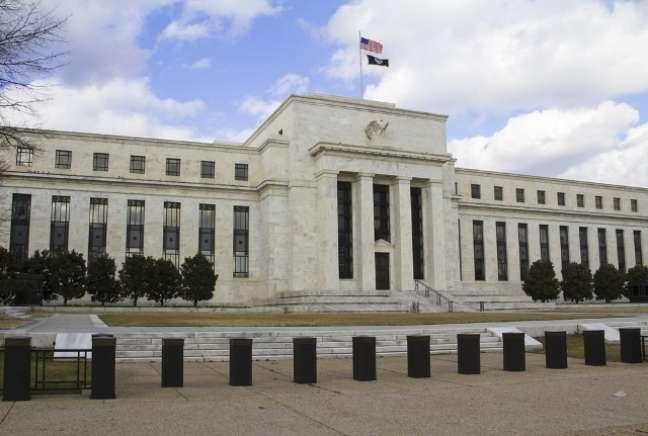 O Banco Central americano (FED) anunciou a redução dos estímulos à economia norte-americana em dezembro do ano passado, de US$ 85 bilhões para US$ 75 bilhões mensais