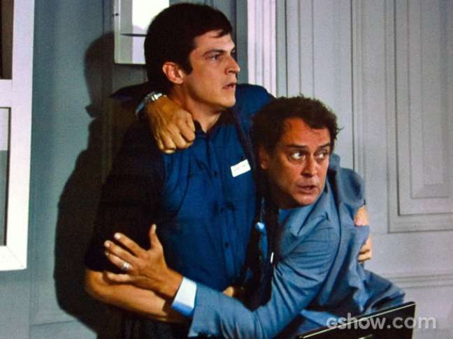 Eron (Marcello Antony) e Félix (Mateus Solano) disputam a atenção de Niko (Thiago Fragoso)